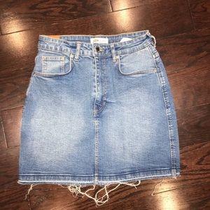Zara Medium Wash Frayed Hem Denim Mini Skirt